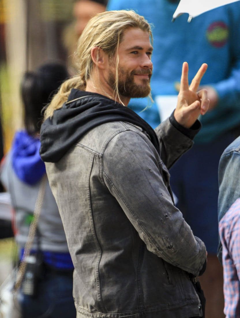 Tom Hiddleston And Chris Hemsworth In Costume On Set Of