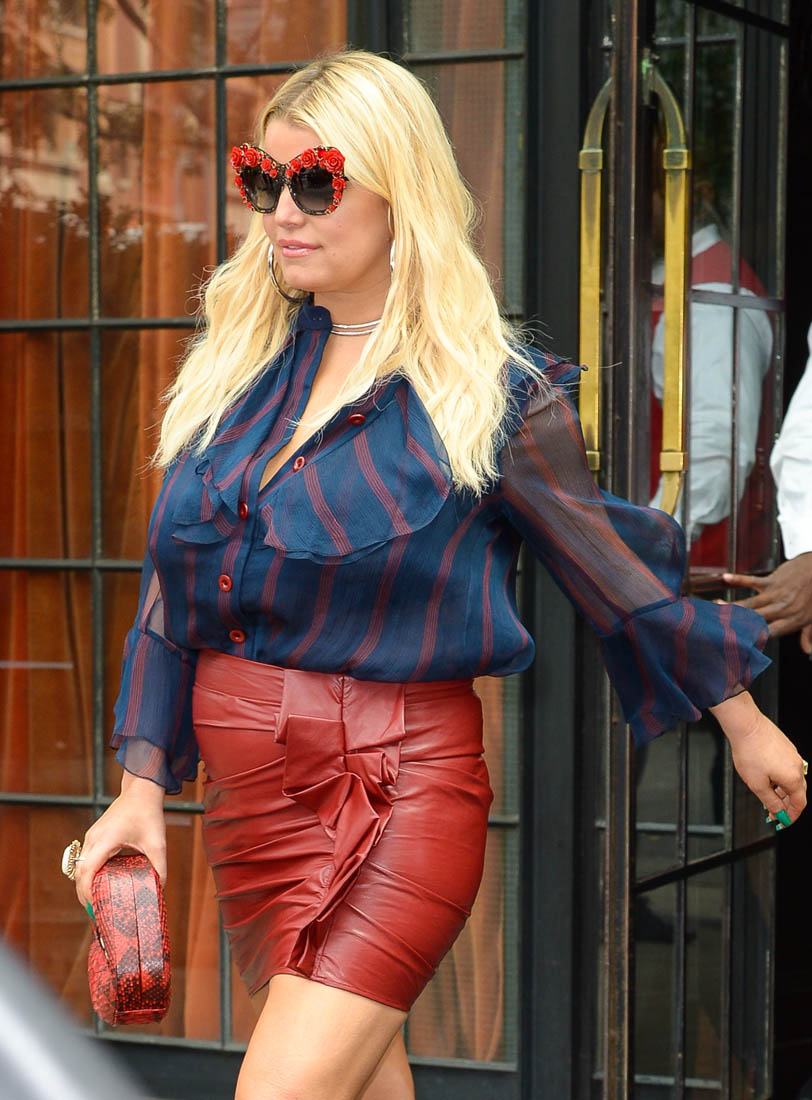 Jessica Simpson Steps Out In Another Painful Outfit