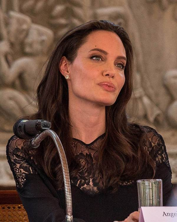Angelina Jolie Gossip Latest And Video