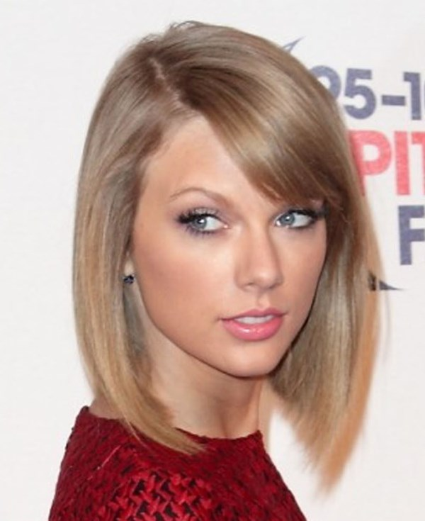Taylor Swifts short red dress and too much foundation