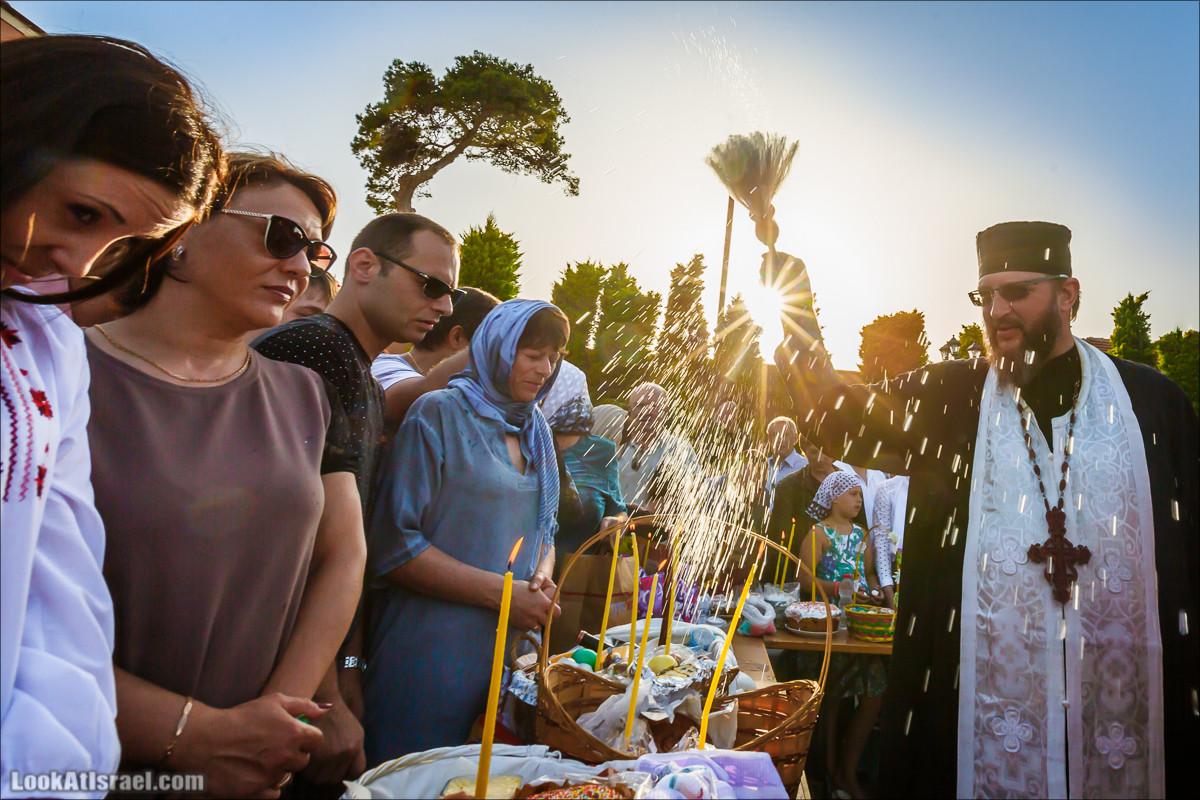 Освящение пасхальное снеди в русской церкви Петра и Тавифы в Яффо   LookAtIsrael.com - Фото путешествия по Израилю