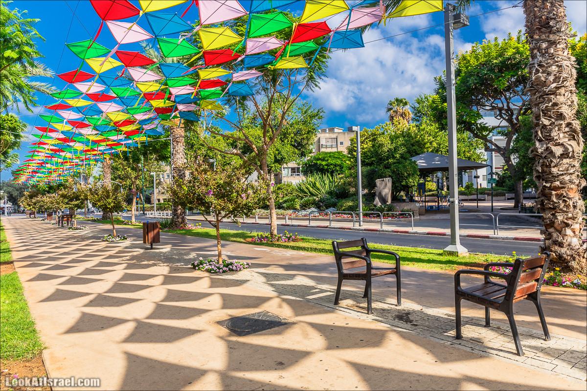 Тель-Авив накрыло воздушными змеями