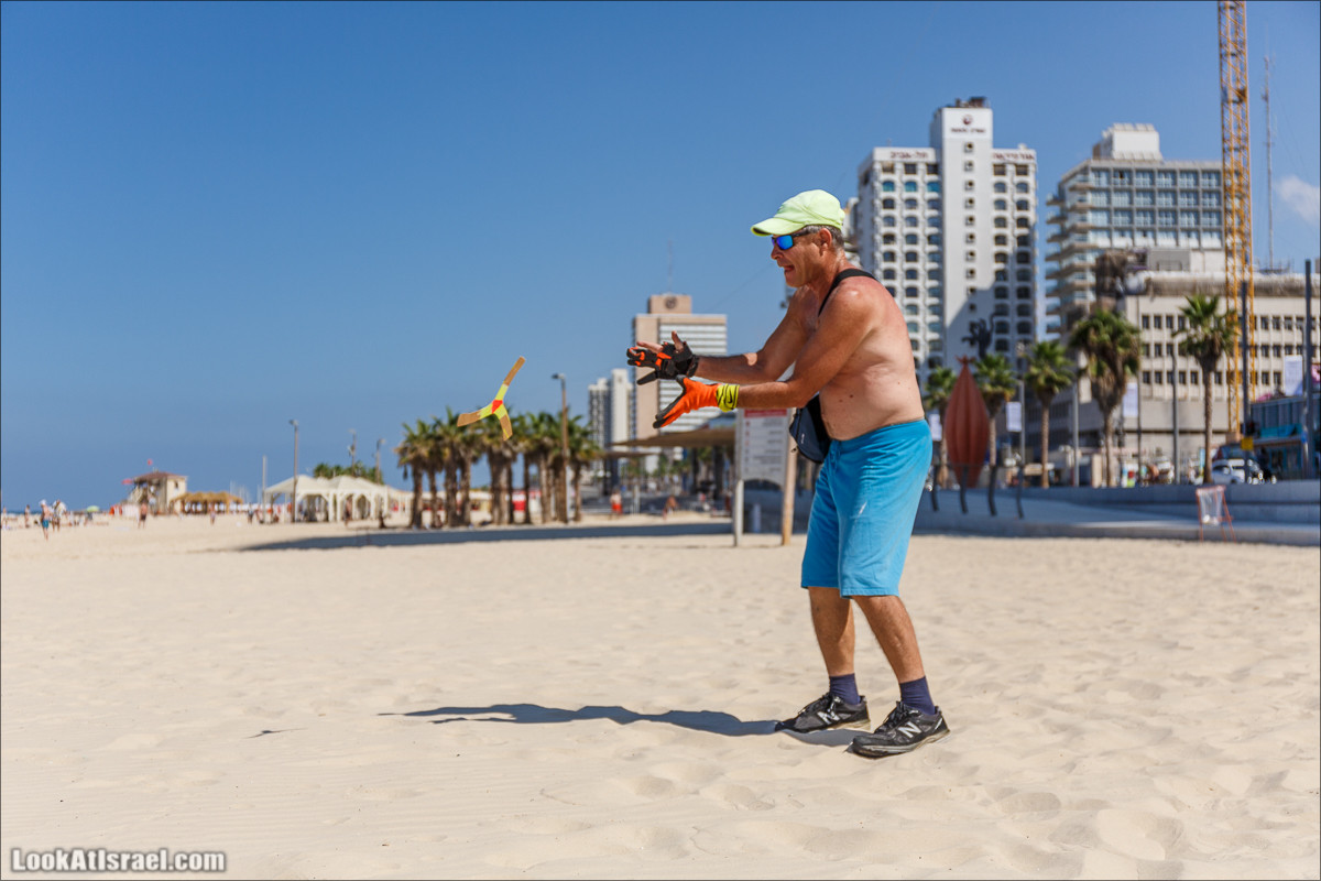 Человек и бумеранг   LookAtIsrael.com - Фото путешествия по Израилю