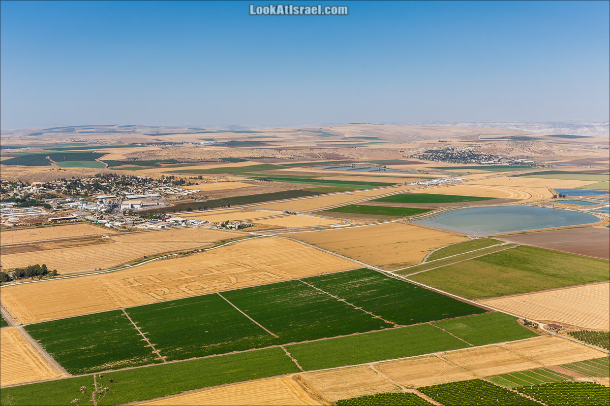 Рисунки на полях в Долине Родников   LookAtIsrael.com - Фото путешествия по Израилю