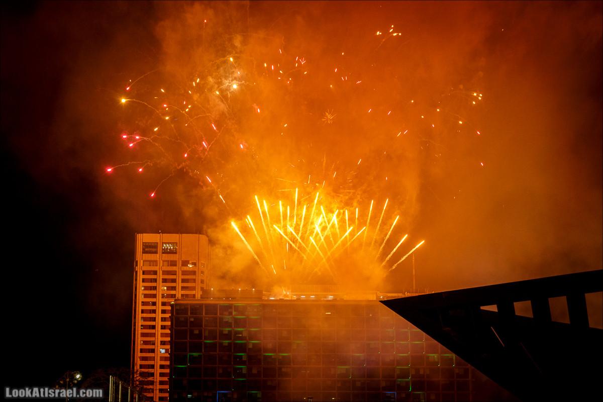 Праздничный салют в Тель-Авиве в честь 70-летия государства Израиль   Independence day 70 of Israel, fireworks   LookAtIsrael.com - Фото путешествия по Израилю