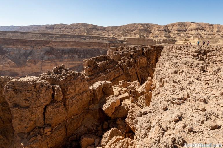 Разломы и трещины ручья Нахаль Этек | סדקים בנחל עתק | LookAtIsrael.com - Фото путешествия по Израилю