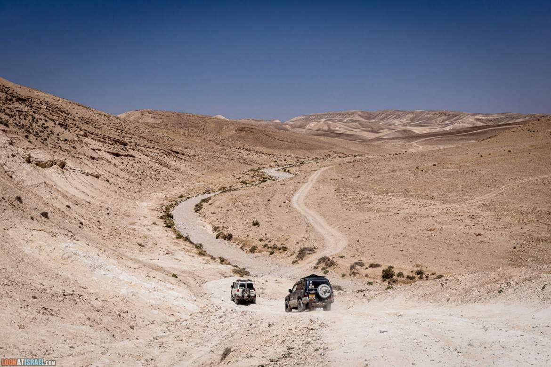 По пустыне на внедорожниках | LookAtIsrael.com - Фото путешествия по Израилю