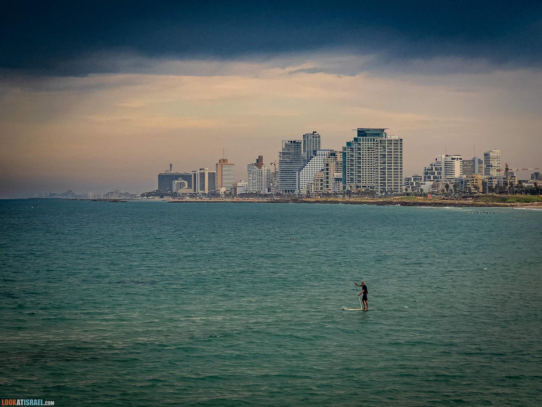 Тель Авив в октябре, вид из Яффо