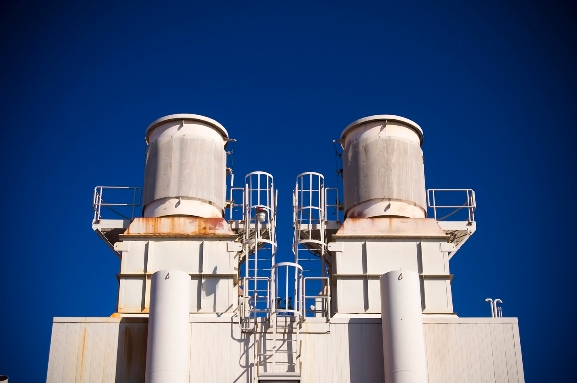 Free pics: Large steel tanks and boilers sit atop a building near Boulder, Colorado.  This industrial facility sits on the campus of the University of Colorado, Boulder.
