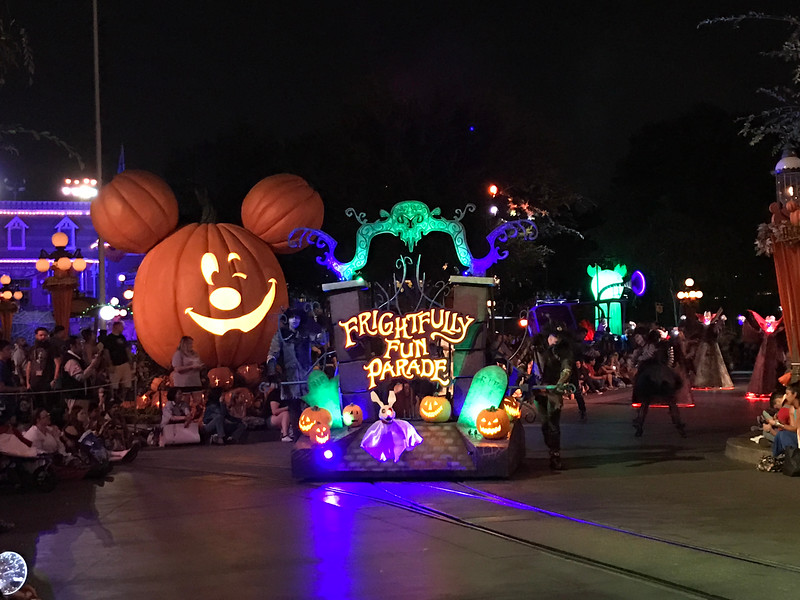 8cb28eca MICKEY'S HALLOWEEN PARTY continues to deliver fab-BOO-lous seasonal ...