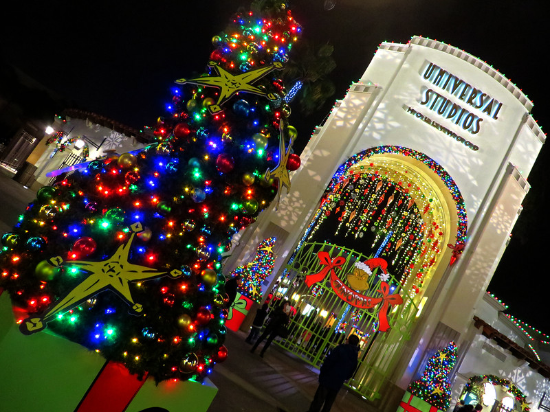 Christmas At Universal Studios Hollywood.Pictorial Grinchmas Who Liday Celebration Returns To