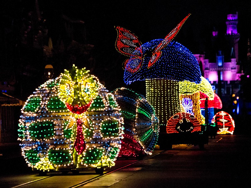 Disney confirms August 20 extension for MAIN STREET ELECTRICAL PARADE
