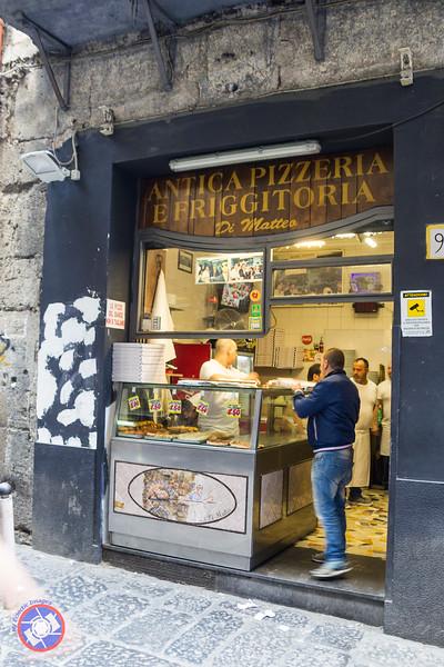 A Typical Neapolitan Pizzeria (©simon@myeclecticimages.com)