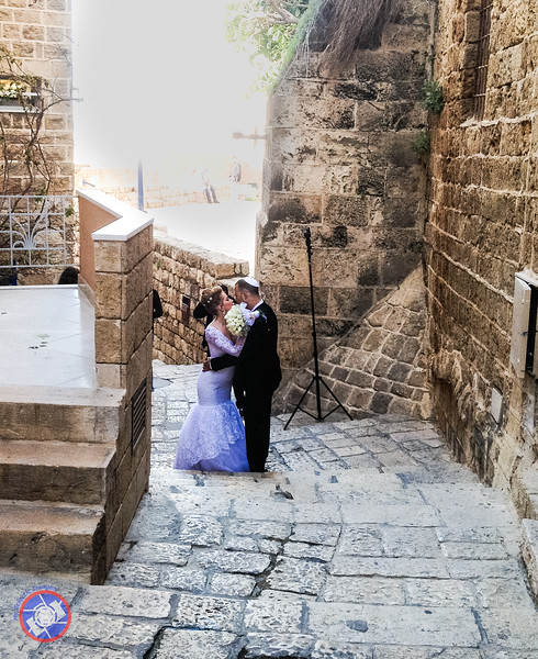 Bride and Groom Posing for Pictures in Old Jaffa (©simon@myeclecticimages.com)