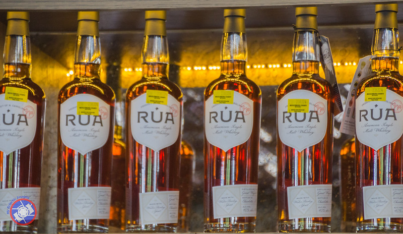 Rúa Lined Up Behind the Bar at The Broken Spoke (©simon@myeclecticimages.com)