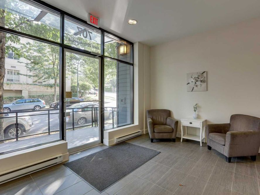 """Photo 3: 309 707 E 20TH Avenue in Vancouver: Fraser VE Condo for sale in """"BLOSSOM"""" (Vancouver East)  : MLS®# R2404449"""