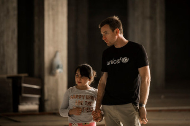 UNICEF Ambassador Ewan McGregor walks with Mirna, 10, inside an abandoned mall that she and her family used to live in, in Erbil, northern Iraq on July 29, 2016. McGregor travelled to northern Iraq to see how the conflicts sweeping Iraq and Syria are devastating the lives of children, tearing them from their homes and destroying their futures. © UNICEF/UN026964/Modola (CNW Group/UNICEF Canada)