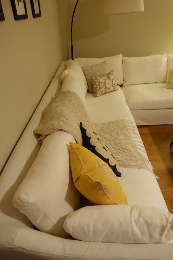 Si cuentas con el modelo farlov de 3 plazas, y te gustan los tonos lisos y claros para el salón, necesitas esta funda de sofá. IKEA Farlov White Sectional Couch (one year old) for Sale ...