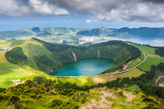 https://i0.wp.com/photos.pouryourheart.com/wp-content/uploads/2018/12/Azores-Portugal-4.jpg?w=640