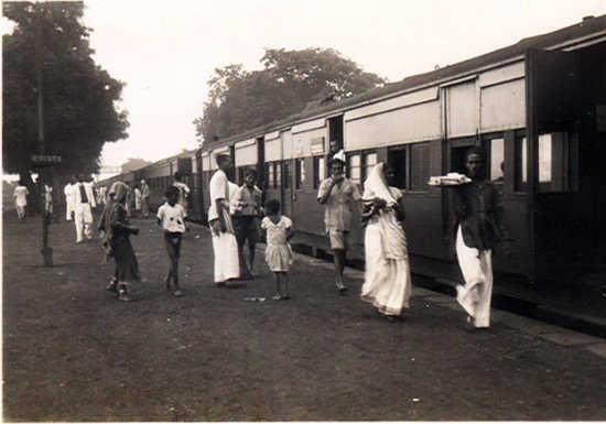 https://i0.wp.com/photos.pouryourheart.com/wp-content/uploads/2018/12/Indian-Railways15.jpg?w=640