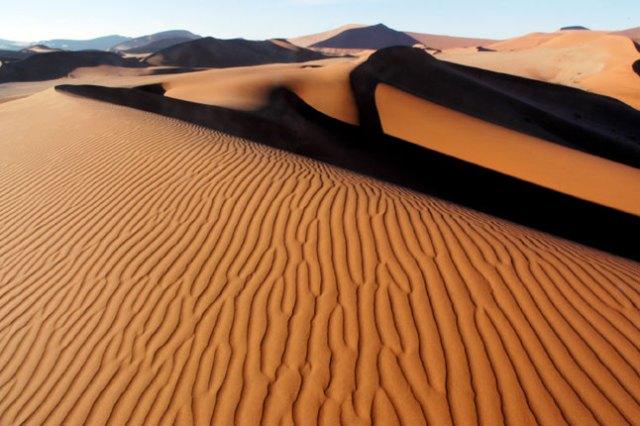 https://i0.wp.com/photos.pouryourheart.com/wp-content/uploads/2018/12/Kalahari-Desert.jpg?w=640