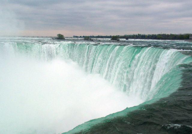 https://i0.wp.com/photos.pouryourheart.com/wp-content/uploads/2018/12/Niagara-Falls14.jpg?w=640