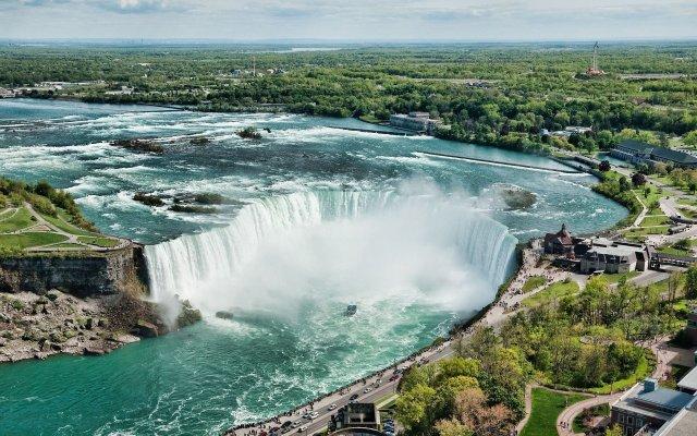 https://i0.wp.com/photos.pouryourheart.com/wp-content/uploads/2018/12/Niagara-Falls9.jpg?w=640