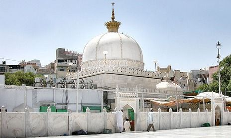 https://i0.wp.com/photos.pouryourheart.com/wp-content/uploads/2018/12/Pushkar-Tourism.jpg?w=640
