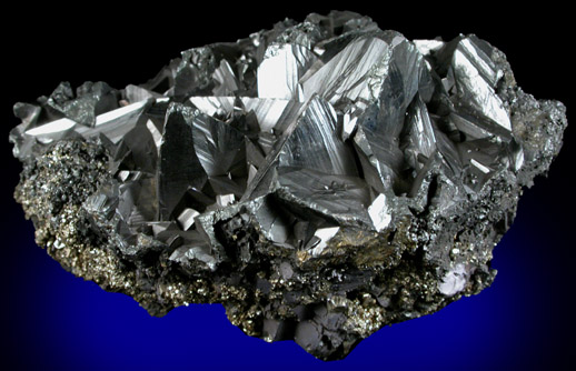 https://i0.wp.com/photos.pouryourheart.com/wp-content/uploads/2018/12/Tetrahedrite-from-Bingha.jpeg?w=640