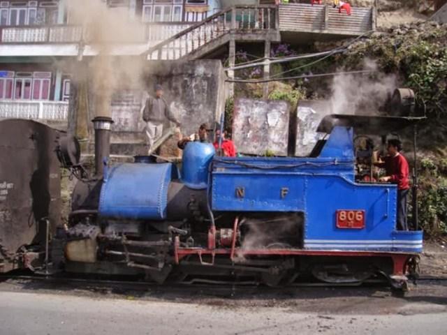 https://i0.wp.com/photos.pouryourheart.com/wp-content/uploads/2018/12/The-Darjeeling-Himalayan-Railway-—-India-2.jpg?w=640