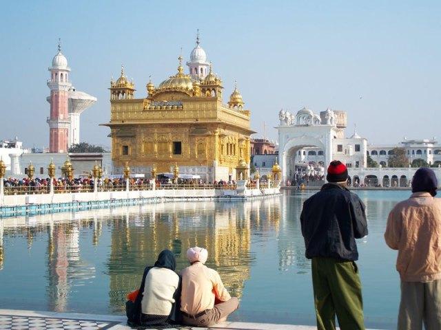 https://i0.wp.com/photos.pouryourheart.com/wp-content/uploads/2018/12/the-golden-temple-harmandir-sahib-amritsar-india.jpg?w=640