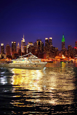 Circle Line Sightseeing And World Yacht At Pier 81 The