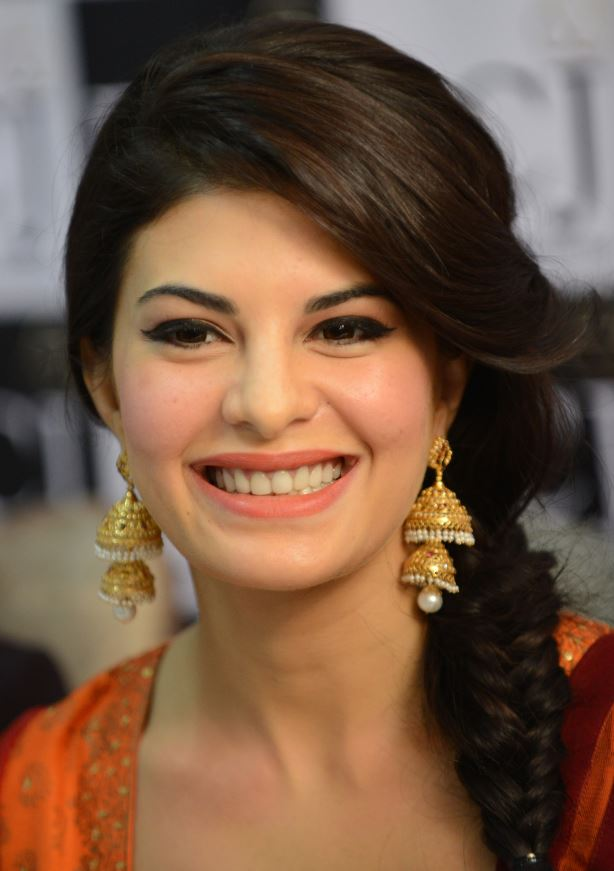 New Jacqueline Fernandez Smilind Wallpapers