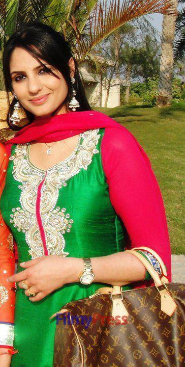 Japji Khaira Facebook Punjabi Actress Wallpapers