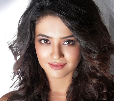 New High Resolution Surveen Chawla Wallpapers