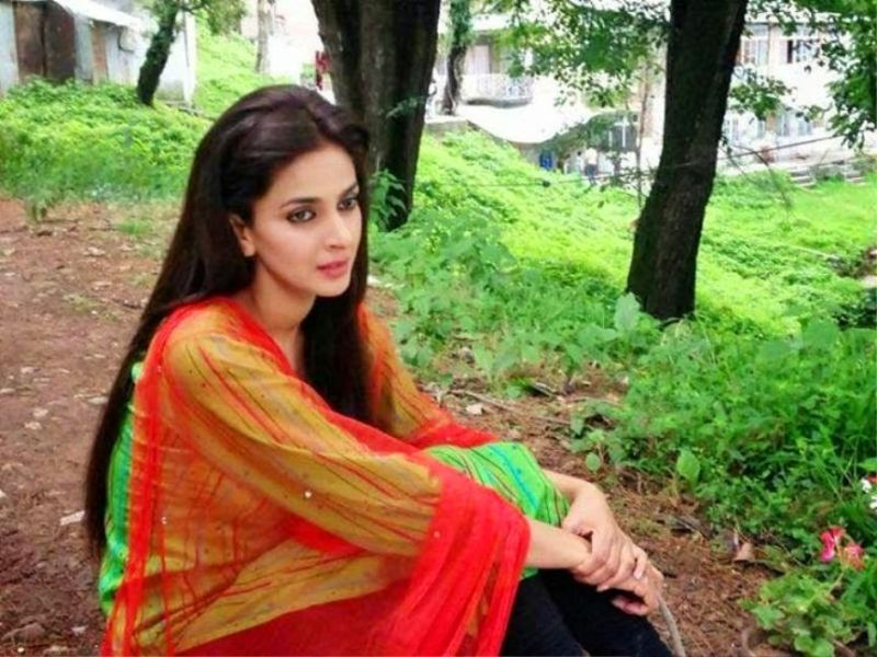 Saba Qamar HD Photos Images Pictures Wallpapers