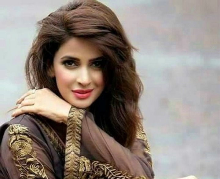 Old Saba Qamar wallpapers