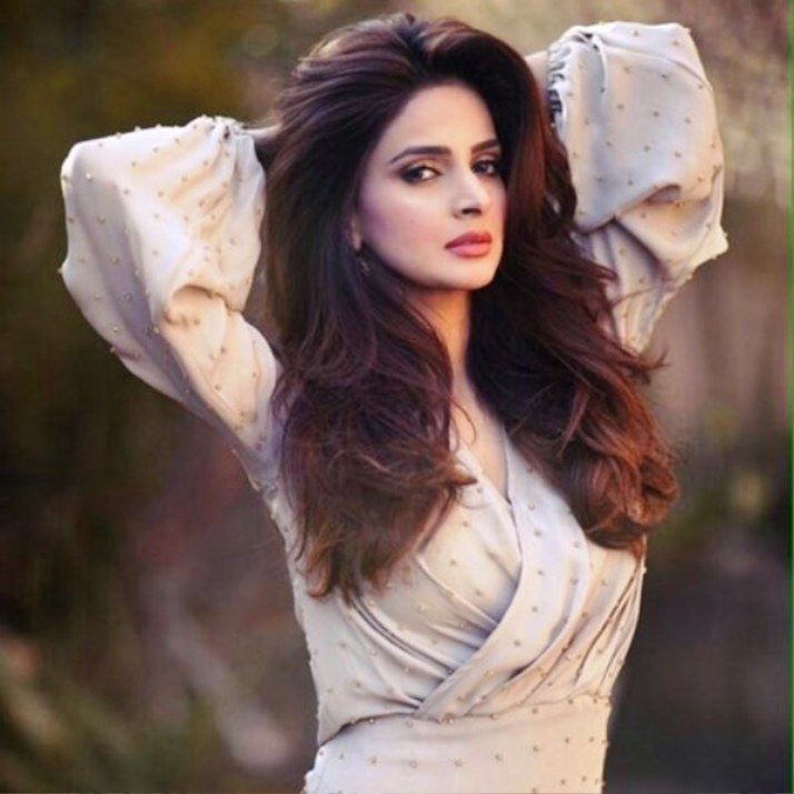 Saba Qamar HD Wallpaper Free Download in Saree