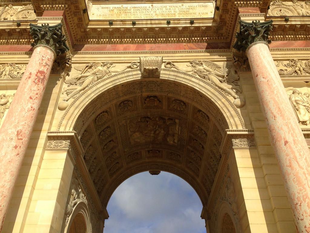 L'arc de Triomphe du Carrousel, Next to the Louvre Museum