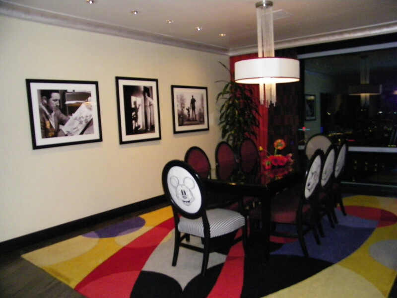 20110602_mickey_mouse_penthouse__disneyland_hotel_3_dining (1)