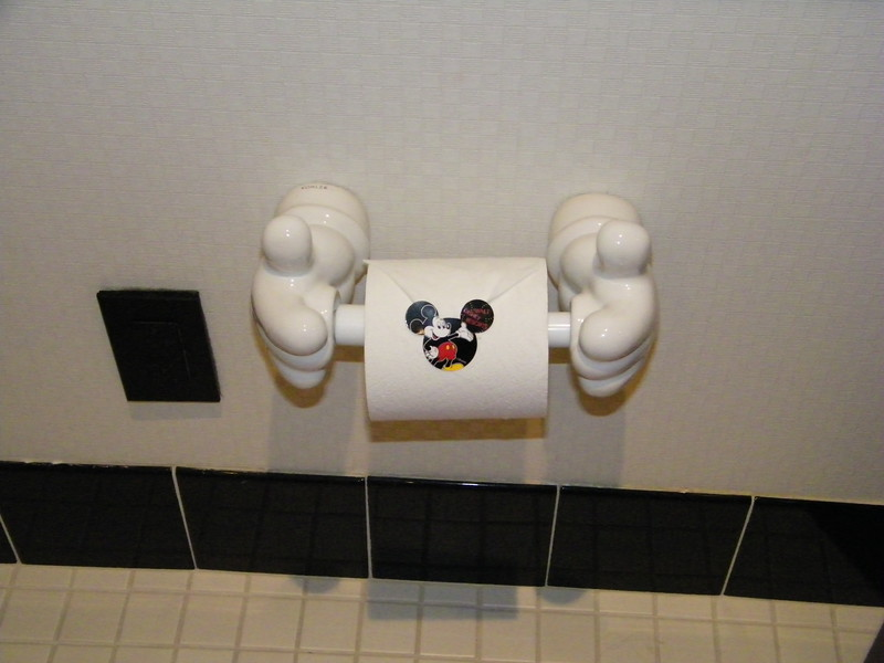20110602_mickey_mouse_penthouse__disneyland_hotel_5_second_bedroom (13)