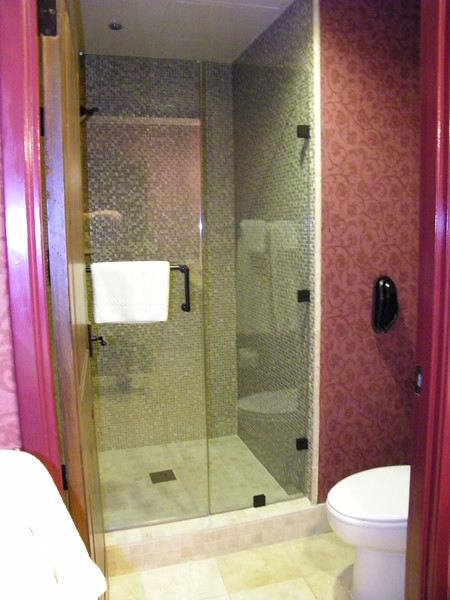 20110602 disneyland hotel pirates of the caribbean suite 3 bathroom 1 (3)