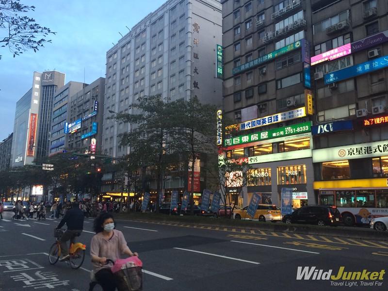 things to do in taipei taiwan - streets of taipei