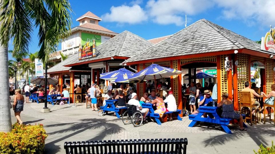 Open air bar in St. Kitts & Nevis - RoarLoud.net
