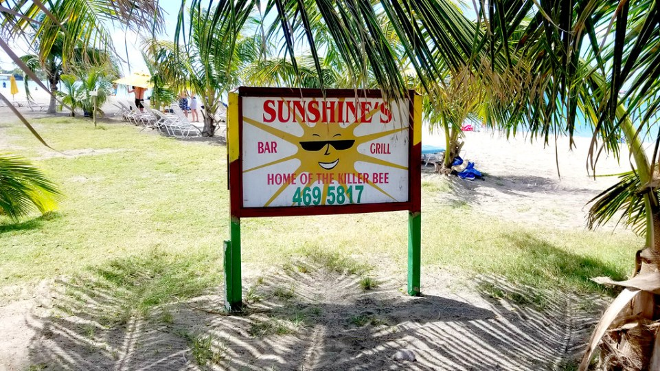 Sign for Sunshine's Bar & Grill - RoarLoud.net