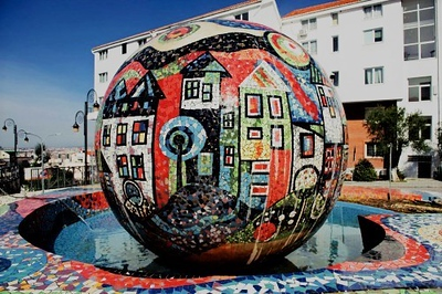 Painted Mosaic Fountain - StreetArtChat.com