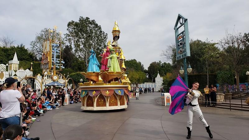magic happens parade disneyland soft open (28)
