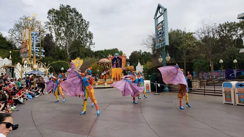 magic happens parade disneyland soft open (13)