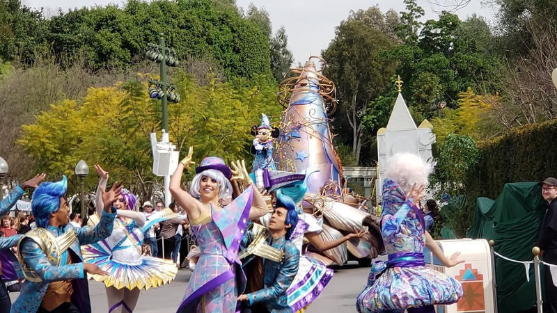 magic happens parade disneyland soft open (1)