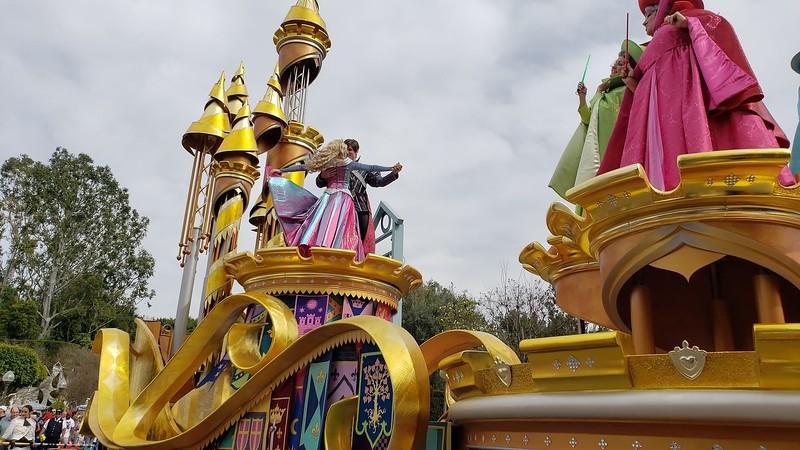 magic happens parade disneyland soft open (29)